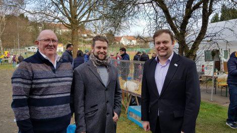 Heinz Broy (Kaninchenzuchtverein Urexweiler), Florian Rech (Gemeinde Marpingen) und Bürgermeister Volker Weber in Urexweiler bei der Palmeiersuche