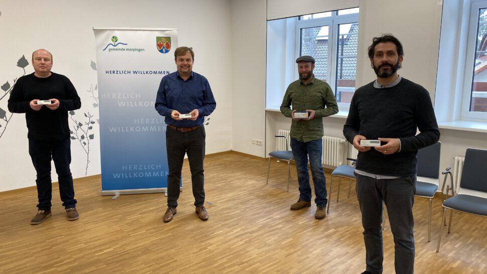 Henrik Nagel, Volker Weber, Dennis Warken und Andreas Mayer freuen sich über die technische Unterstützung in Sachen frischer Luft in den Kinderbetreuungseinrichtungen der Gemeinde Marpingen